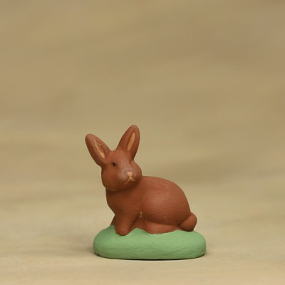 Lapin assis roux